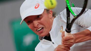 Iga Świątek w meczu Simoną Halep podczas French Open na kortach Roland Garros