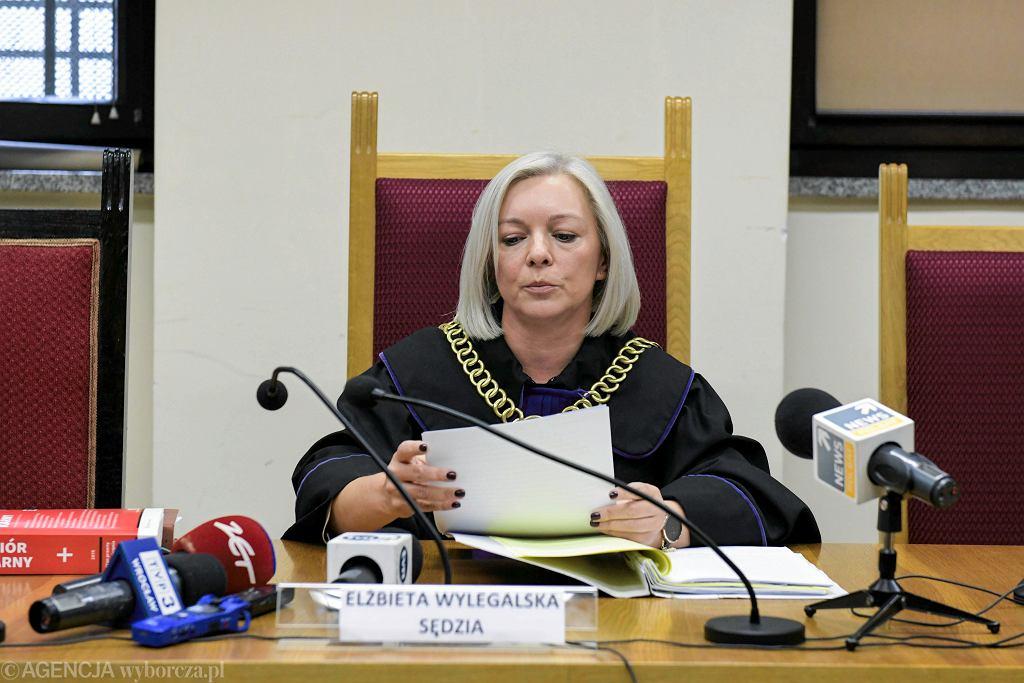 Wrocław. Sędzia Elżbieta Wylegalska podczas ogłoszenia wyroku ws. dzieciobójczyni z Ujeźdźca Małego