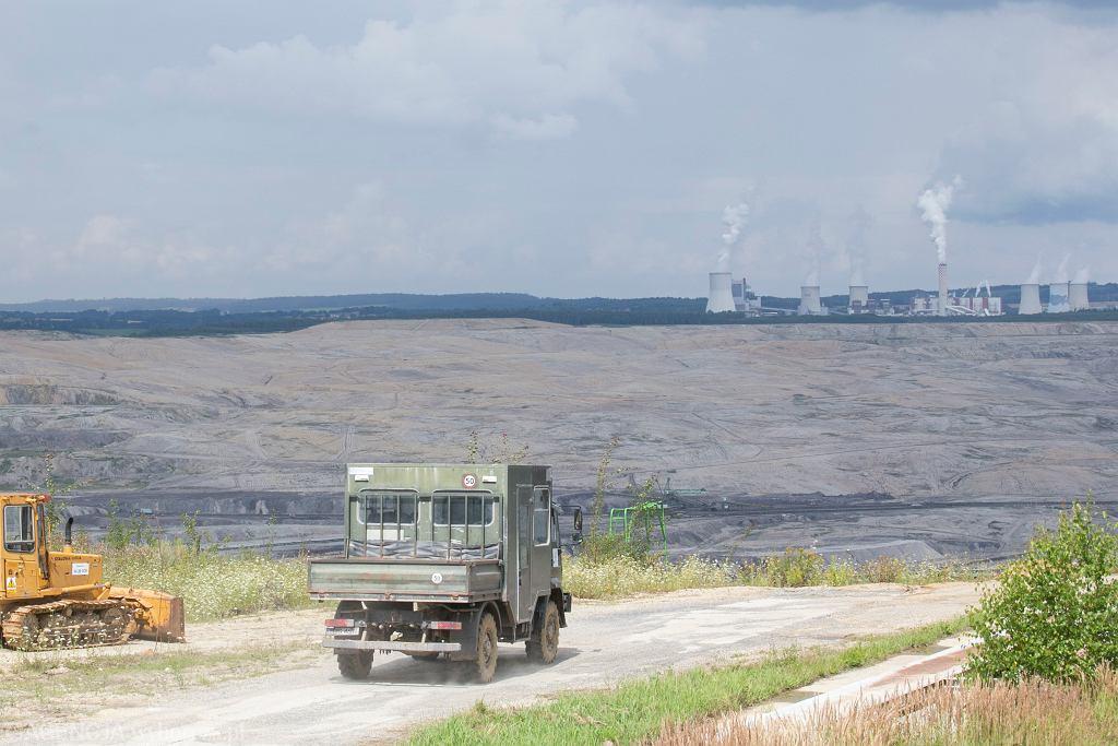Kopalnia Węgla Brunatnego Turów, elektrownia w tle.