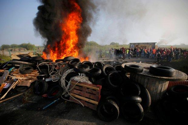 FRANCE-POLITICS/PROTESTS-OIL