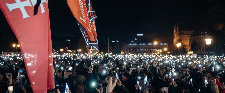 Gdańszczanie zapalili ''Światełko dla Pawła'' na Targu Węglowym