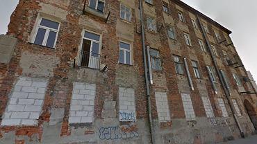 Runęła ściana kamienicy ul. Wrzesińskiej 2 na Pradze Północ