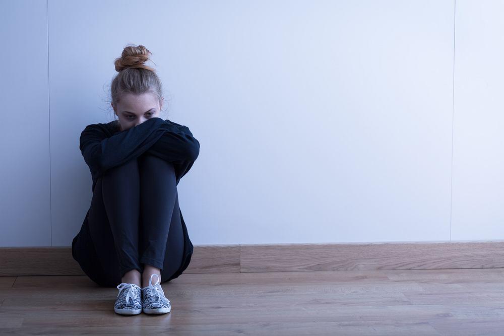 Jeśli dziewczęta spędzały w mediach społecznościowych pięć i więcej godzin dziennie, ryzyko wystąpienia u nich objawów depresyjnych było o 50 proc. wyższe (fot. Shutterstock)