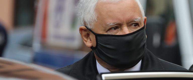 Jarosław Kaczyński jeździ do kościoła w kolumnie czterech aut