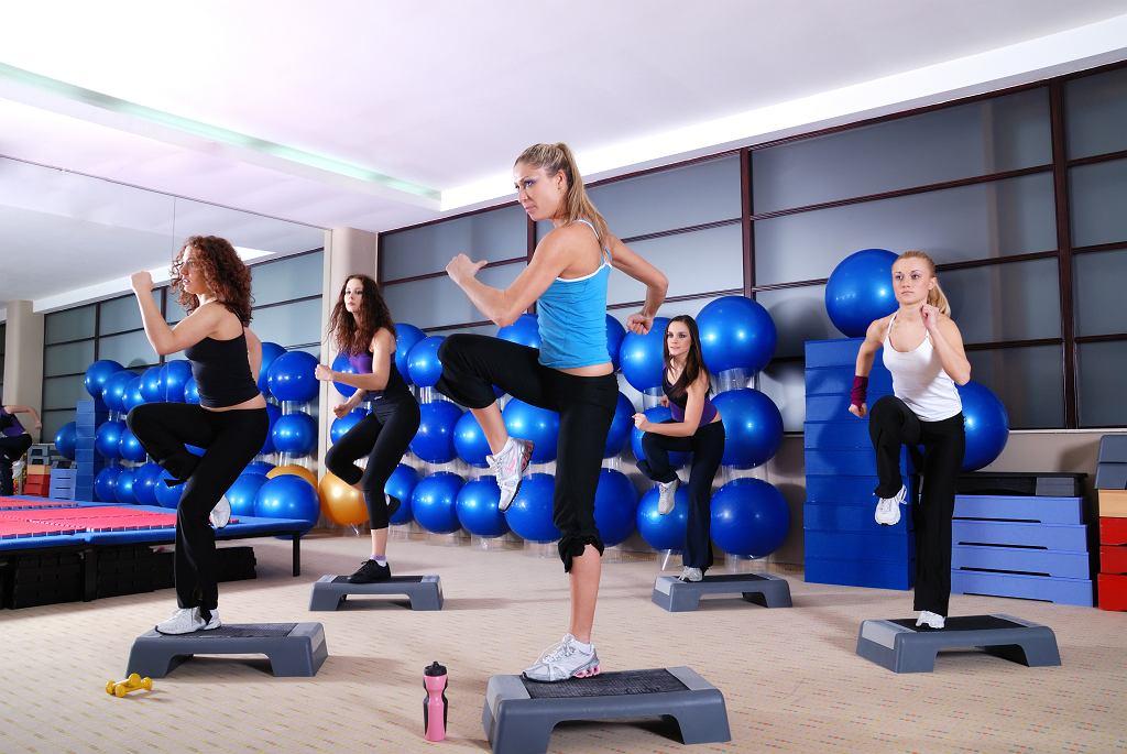 Step do ćwiczeń. Dzięki niemu wzmocnisz całe ciało i spalisz zbędne kalorie