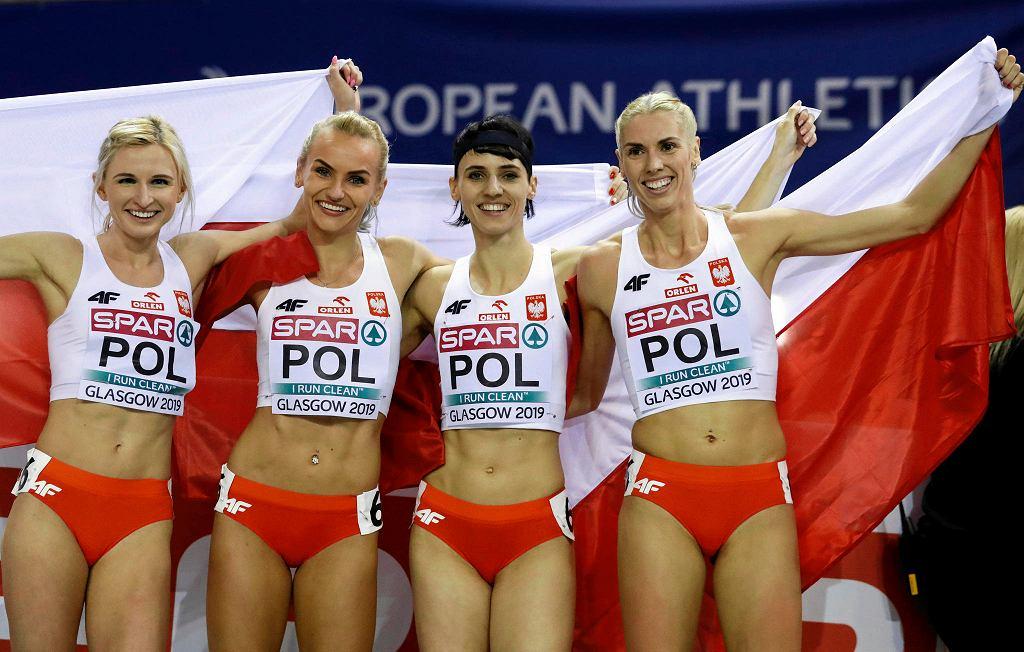Złota polska sztafeta 4x400 m Halowych Mistrzostw Europy w Glasgow. Od lewej: Małgorzata Hołub-Kowalik, Justyna Święty-Ersetic, Anna Kiełbasińska oraz Iga Baumgart-Witan