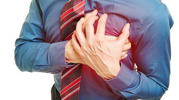 Stres i przemęczenie powodują niedobory magnezu, a to z kolei może być przyczyną skurczów w klatce piersiowej