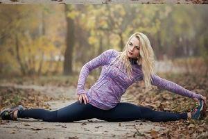 5 ćwiczeń, które rozciągną Twoje biodra