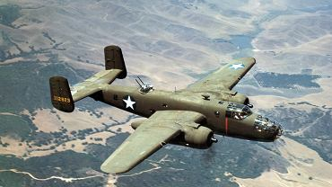 Samolot B-25C Mitchell sfotografowany w 1942 roku w Kalifornii - zdjęcie ilustracyjne