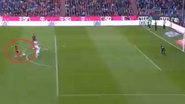 Robert Lewandowski strzela przeciwko Hoffenheim. Źródło: https://twitter.com/viaplaysportpl/status/1451923231305310212