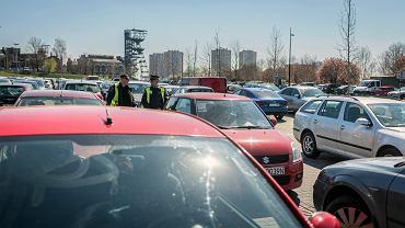 Katowice, samochody parkujące w Strefie Kultury