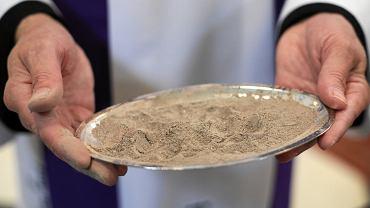 Środa Popielcowa 2020. Czy tego dnia trzeba iść do kościoła? (zdjęcie ilustracyjne)
