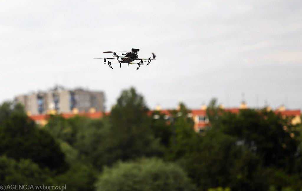 Dron na pokazie dronów Muzeum Lotnictwa Polskiego - zdjęcie ilustracyjne
