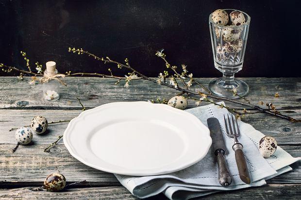 Rustykalna Wielkanoc: Dekoracje stołu, które kupisz 70 % taniej