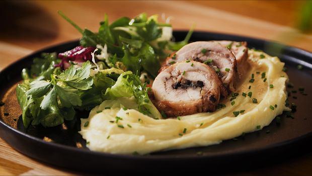 Rolada z luzowanych udek z kurczaka na kremowym puree ziemniaczanym ze szczypiorkiem