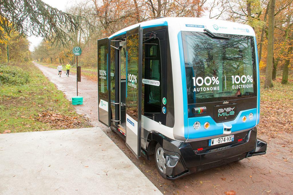 Autonomiczny autobus w Vincennes, Francja 2017 rok.