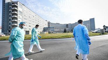 Koronawirus. Blisko 250 tys. potwierdzonych przypadków zakażenia