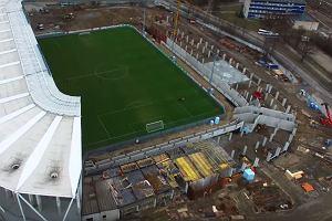 Trwa rozbudowa kolejnego polskiego stadionu. Na budowie pracuje od 80 do 90 osób