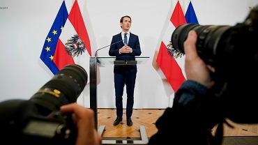 Kanclerz Austrii Sebastian Kurz podczas konferencji prasowej, na której poinformował o wcześniejszych wyborach w związku z aferą korupcyjną, 18 maja 2019.