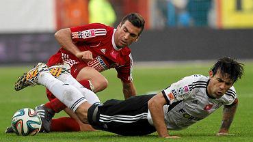 Carles Martinez (z lewej) w meczu z Legią