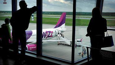 Samolot linii Wizz Air na lotnisku w Pyrzowicach