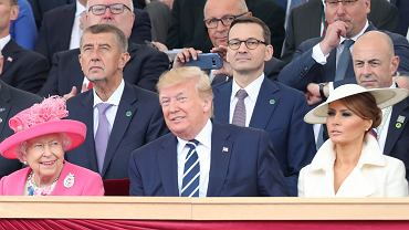 Donald Trump wraz z małżonką Melanią świętuje 75. rocznicę D-Day w towarzystwie brytyjskiej królowej Elżbiety II. Za plecami prezydenta USA premier Mateusz Morawiecki. Portsmouth,  5 czerwca 2019 r.