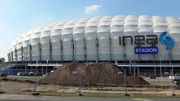 Budowa fundamentów pod stanowisko dla lokomotywy Lecha Poznań przy stadionie przy Bułgarskiej