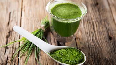 Chlorella posiada właściwości oczyszczające organizm. Eliminując toksyny i szkodliwe substancje, pomaga w neutralizowaniu nieprzyjemnego zapachu z ust czy potu.