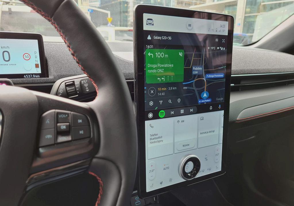 Android Auto i Mapy Google w trybie nocnym