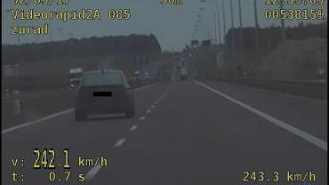 Jechał z prędkością ponad 240 km/h i przewoził dzieci