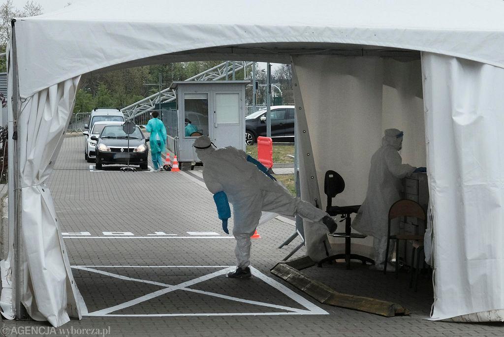 Testy na koronawirusa. Na Podkarpaciu powstały nowe punkty pobrań. W wielu miejscach wydłużono czas pracy (zdjęcie ilustracyjne)