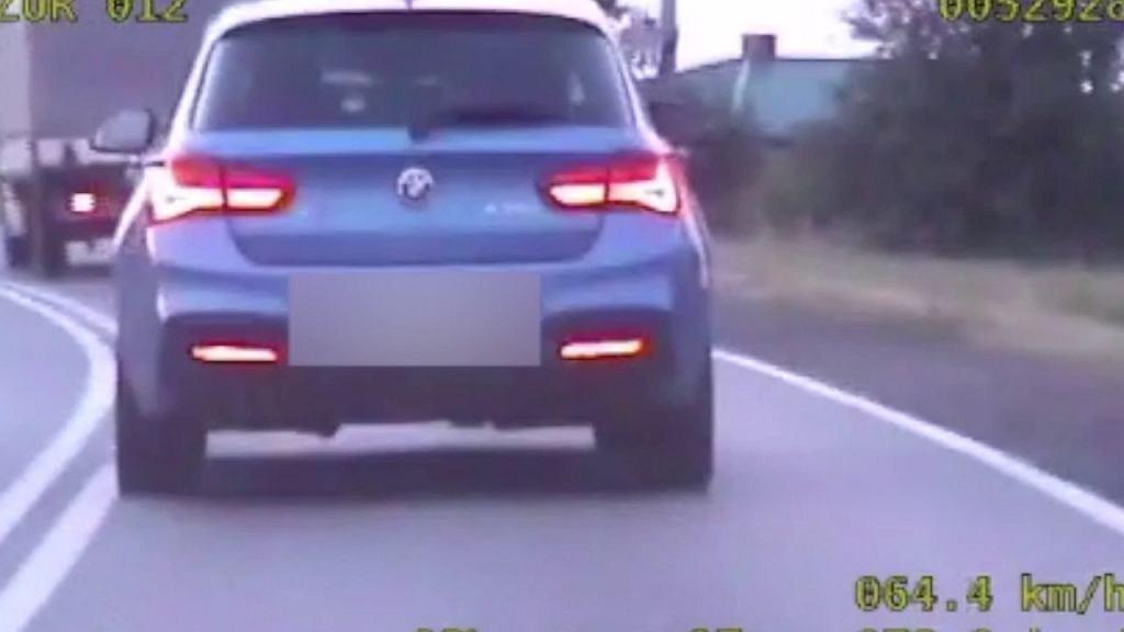 109 km/h na łuku w terenie zabudowanym. Policja zabrała kierowcy prawo jazdy i ukarała punktami