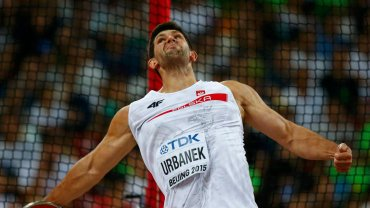 Robert Urbanek zadbał natomiast o budowanie emocji - na trzecie miejsce wbił się dopiero w piątek, przedostatniej kolejce, rzutem na 65,18