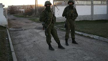 """""""Zielone ludziki"""" w miejscowości Perewalne na Krymie, 15 marca 2014 r."""