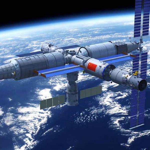 Tak ma wyglądać chińska stacja kosmiczna już w 2022 roku. Na ilustracji do stacji dołączony jest statek załogowy Shenzhou (od dołu) oraz statek towarowy Tianzhou (z tyłu)