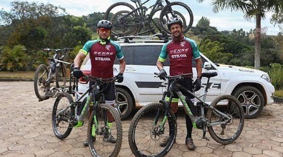 Frederico Chaves Guedes z trenerem na trasie 600 km. Źródło: Instagram