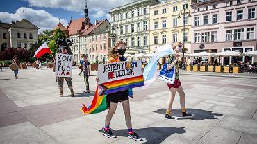 Protest środowiska LGBT w Bydgoszczy w związku z wypowiedziami polityków PiS