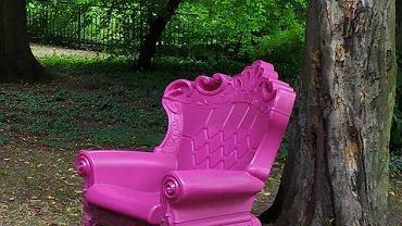 Ktoś ukradł różowy fotel 'Queen of Love', w którym fotografowali się turyści odwiedzający Cieszyn