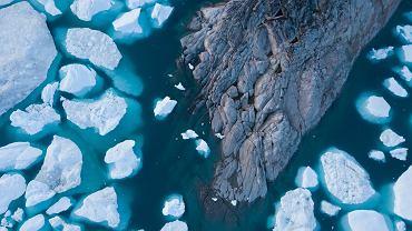 """Bada topniejący lód na Spitsbergenie. """"To naprawdę jest rewolucja i widzimy to na własne oczy"""""""
