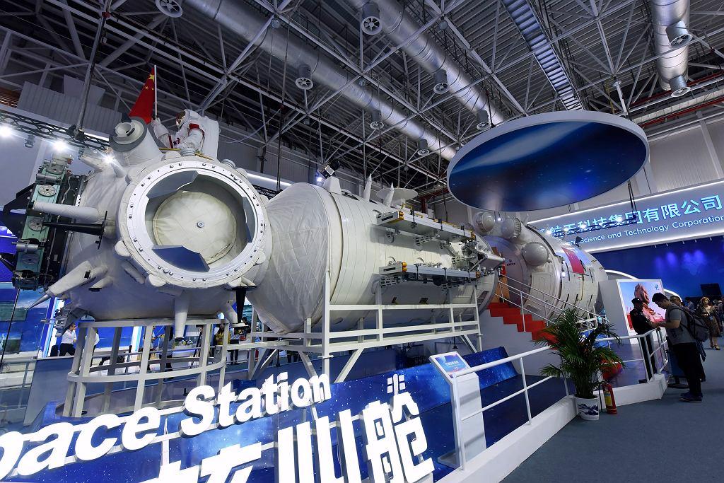 Chiny wynoszą astronautów na orbitę. Polecą na chińską stację kosmiczną