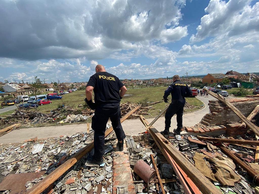 Czechy. Zniszczenia dokonane przez tornado