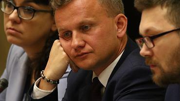 Podsekretarz stanu Bartosz Marczuk podczas posiedzenia Sejmowej Komisji Polityki Społecznej i Rodziny. Warszawa, 13 kwietnia 2018