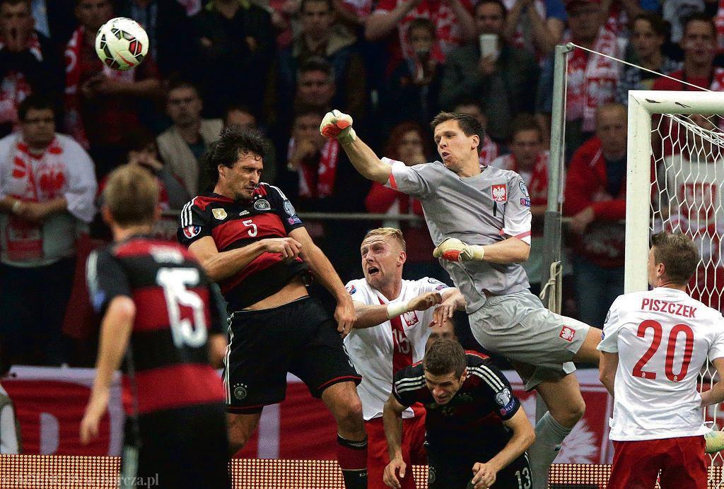 Wojciech Szczęsny interweniuje w meczu z Niemcami