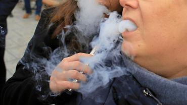 Protest palaczy e - papierosow .