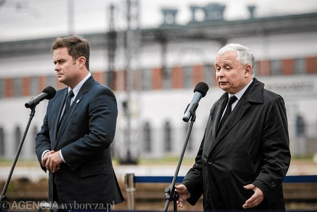 Prezes PiS Jarosław Kaczynski oraz rzecznik partii Adam Hofman