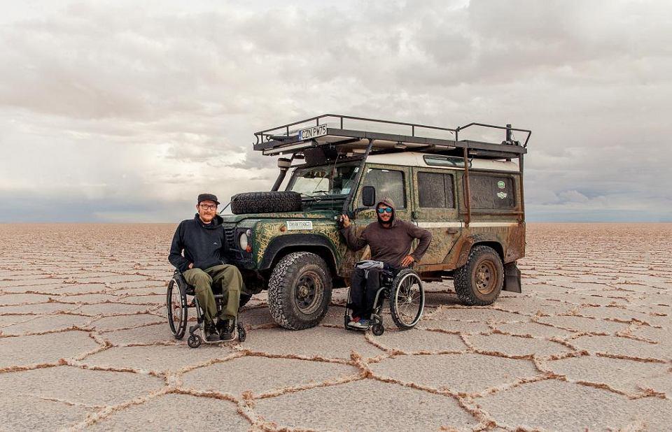 Michał Woroch i Maciej Kamiński na Salar de Uyuni, pustyni solnej w Boliwii, 3653 m n.p.m.