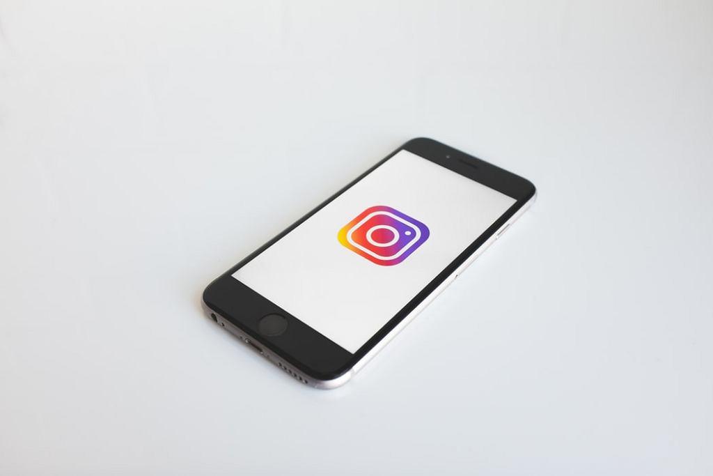 Instagram oraz Facebook wydały zakaz używania emoji w kontekście seksualnym.