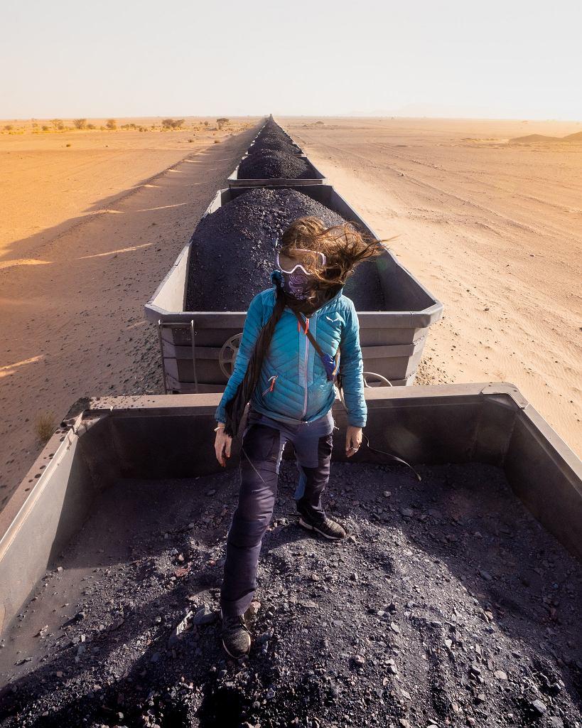 W pociągu cargo jadącym przez Saharę