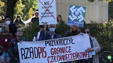 Protest przed Sejmem przeciw wprowadzaniu stanu wyjątkowego przy granicy z Białorusią