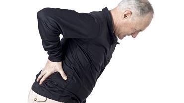 Z powodu hiperostozy cierpią przede wszystkim osoby starsze, a zmiany chorobowe w kręgosłupie mają kształt papuziego dzioba